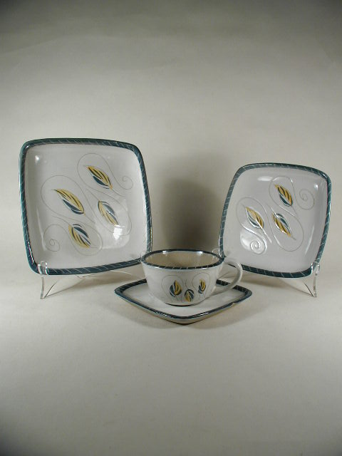 16 Pc Glidden Dinnerware Set